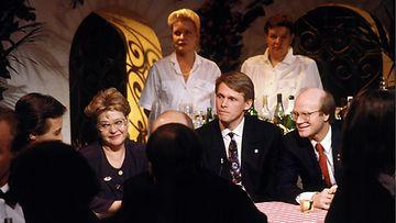 Kanavanvaihtokarnevaalit 31.12.1992 - 1.1.1993  kuvassa mm. Ulpu Iivari, Matti Vanhanen, Kimmo Sasi
