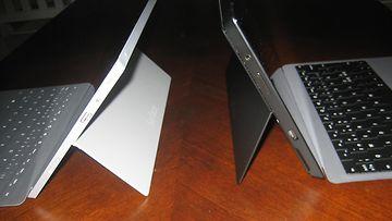 Surface Pro 2 (oikealla) ja Surface 2