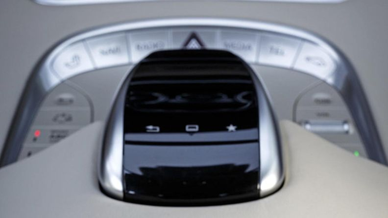 Mercedes-Benzin touchpad-ohjain. Kuvakaappaus Techhive-sivustolta