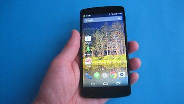 LG:n valmistama Nexus 5 Android-kännykkä.