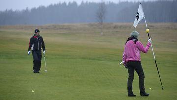 Vihti Ski Centerissä pelattiin golfia 25. joulukuuta 2013.