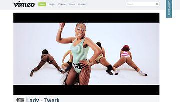 Kuvakaappaus Ladyn Twerk-videosta, osoitteesta vimeo.com