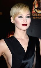 Jennifer Lawrence Pariisin ensi-illassa 15.11.2013.