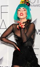 Lady Gaga Fashion Awardeissa 2011.