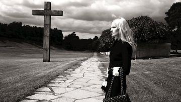 Ruotsalainen malli Vicky Andren Northern Women in Chanel -kirjan kuvassa.