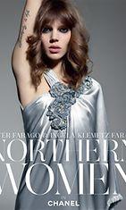 Tanskalainen malli Freja Beha Erichsen, Karl Lagerfeldin muusa, Northern Women in Chanel -kirjan kannessa.
