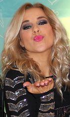 Krista Siegfrids suosii vaaleanpunaista huulipunaa.