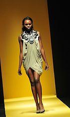 Melvyn Lachican suunnittelema asu, Philippine Fashion Week Holiday 2013