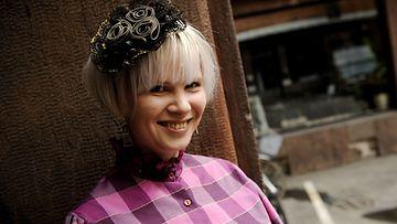 Outsapop - muotiblogin pitäjä Outi Pyy 7. toukokuuta 2009.