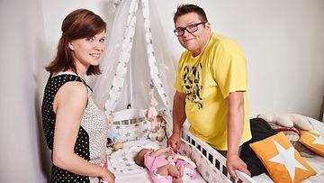 Perhe Riikonen. Jenni, Otto ja Siiri-tytär.