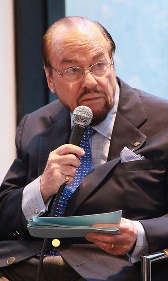 James Lipton toiminut Tähdet kertovat -televisiosarjan isäntänä vuodesta 1994 lähtien.