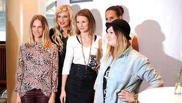 Iholla-sarjan naiset Sanni, Claudia, Marketta, Johanna ja Venla.