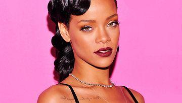 2012: Rihanna nähtiin Victoria's Secretin näytöksessä.