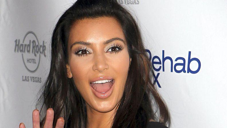 Kim Kardashian julkaisi kuvia valokuvaussessiostaan.