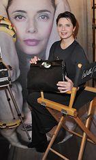 Isabella Rossellini suunnitteli käsilaukun Bulgarille vuonna 2010 heinäkuussa.