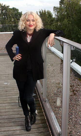 Chisu Warner Music Finlandilla AVAn haastattelussa elokuussa 2012.