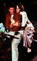 Ted Danson ja Isabella Rossellini Cousins-elokuvassa.