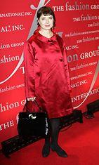 Rossellini jälleen tyylikkäässä punaisessa asussa muotitapahtumassa 2011.