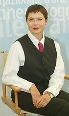 Rossellini edusti näinkin tyylikkäässä asussa Venetsian filmijuhlilla 2003.