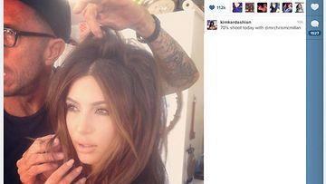 Kim Kardashian stailistin käsittelyssä.