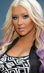 Christina Aguileran tyttömäinen look syntyy huulipunan ansiosta.
