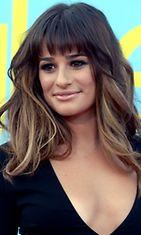 Lea Michelelle sopii ihonvärinen sävy huulissa.