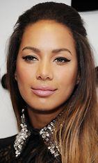 Leona Lewis roosan sävyissä.