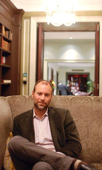 AVA tapasi Ashley Madisonin perustajan Noel Bidermanin Hotel Kämpissä Helsingissä syyskuussa 2012.