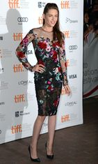 Syyskuu 2012: Kristen Stewartin ensiesiintyminen suhdekohun jälkeen Toronton filmifestivaaleilla On The Road -elokuvan tiimoilta.