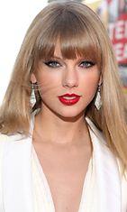 Taylor Swift rakastaa kirkkaan punaisia huulia.