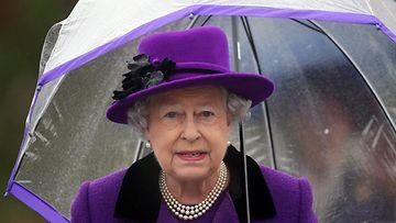 Kuningatar Elisabet avaa uudistetun Jubilee Gardensin Lontoossa.