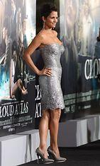 Halle Berry Cloud Atlas -elokuvan ensi-illassa.