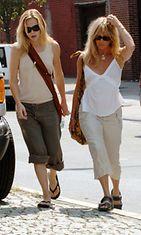 Kate Hudson ja Goldie Hawn pukeutuvat arkisinkin kuin kaksi marjaa
