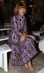 USA:n Voguen päätoimittaja Anna Wintour, 62, muotinäytöksessä.