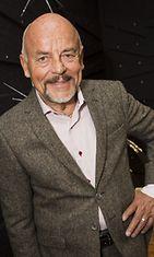 Taiteilijaprofessori Björn Weckström Kalevala Korun uuden myymälän avajaisissa Helsingissä 29. marraskuuta 2012.