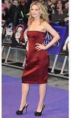 Michelle Pfeiffer Dark Shadows -elokuvan ensi-illassa.