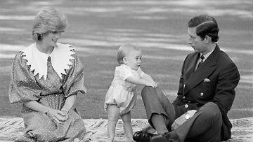 Prinsessa Diana ja pieni prinssi William.