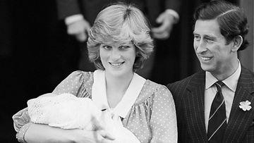 Prinsessa Diana ja vastasyntynyt prinssi William.