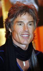 Näyttelijä, laulaja Ronn Moss (Ridge Forrester) jakoi nimikirjoituksia kauppakeskus Myyrmannissa 16.11.2005.