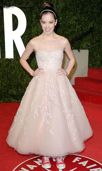 Hailee Steinfeld vuonna 2011Vanity Fair Oscar -juhlissa.