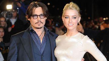Johnny Deppin uusi rakas on 22 vuotta nuorempi Amber Heard