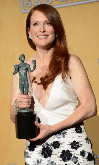2013: Julianne Moore Screen Actors Guild Awards -gaalassa.