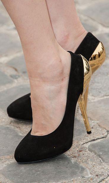 Kullanväriset korot saavat kengät muistuttamaan upeaa taideteosta. d35515ba7f