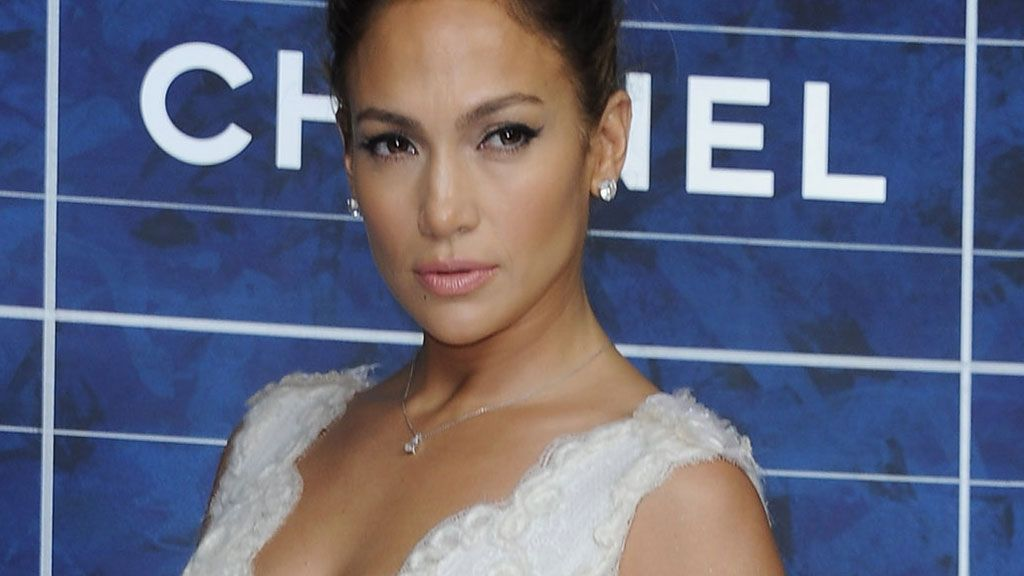 Jennifer Lopezin herkän tyylin kruunasivat koristeelliset kengät. Getty  Images 58ac4dc89f