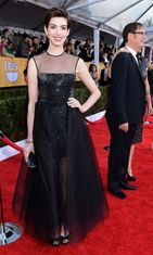 2013: Anne Hathaway Anne Hathaway Screen Actors Guild Awards -gaalassa.