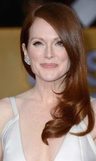2013: Julianne Moore Screen Actors Guild Awards -gaalassa.