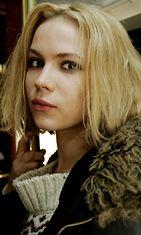Näyttelijä Pihla Viitala Käsky-elokuvan tiedotustilaisuudessa Spårakoff-raitiovaunussa Helsingissä 9. maaliskuuta 2007. Aku Louhimiehen ohjaama elokuva perustuu Leena Landerin romaaniin Käsky.