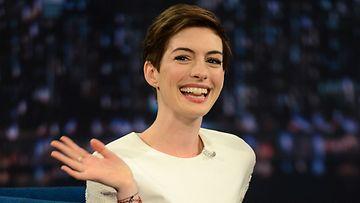 11.12.2012: Anne Hathaway vieraili Late Night With Jimmy Fallon -ohjelmassa.