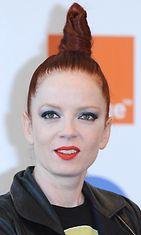 Shirley Manson, 46, luottaa punaiseen.