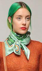 London Fashion Week kevät/kesä 2014 muoti uumoilee, että hiukset muuttuvat kauttaaltaan vihreiksi.